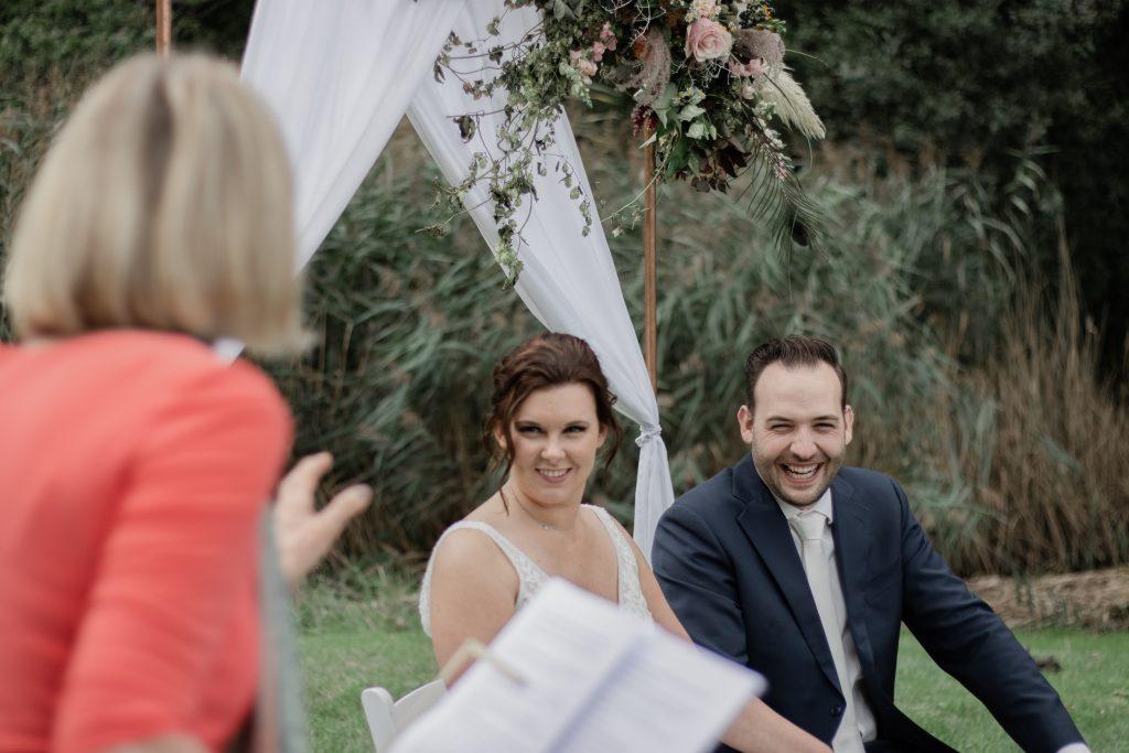 Bruidspaar tijdens hun ceremonie