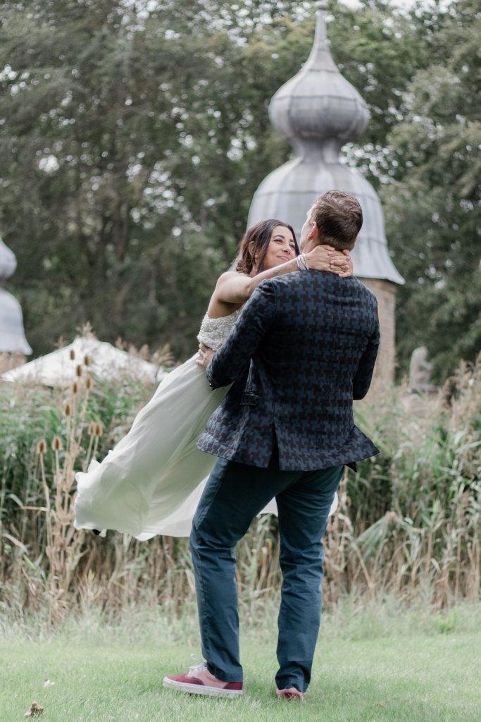 Spontane actie van het bruidspaar