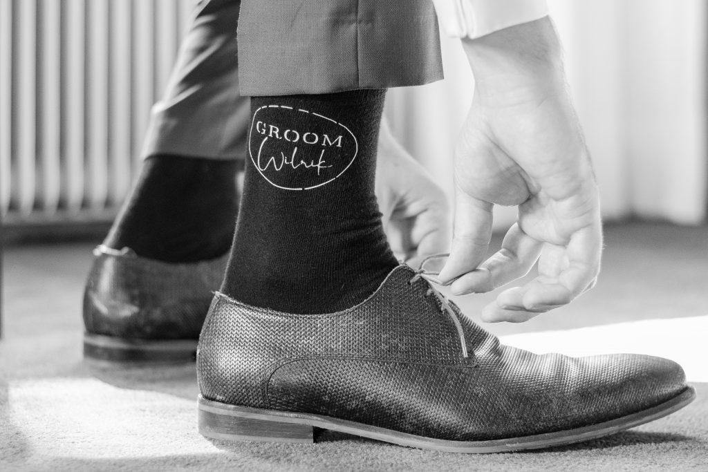 Bruidegom strikt zijn schoenen